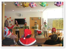 クリスマス会でオカリナ演奏